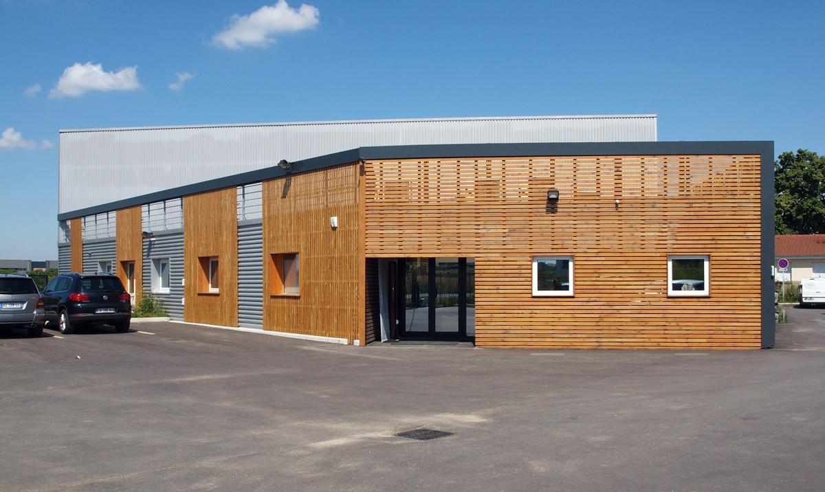 Image de la devanture et bureau de l'usine DGM Industrie